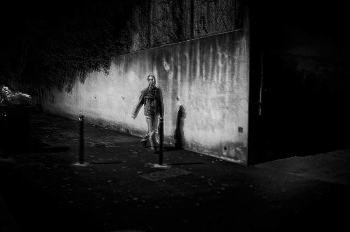 balade nocturne cimetiére St Pierre 13100 Aix en Provence photo de Guy Monnet noir et blanc de la série flânerie aixoise