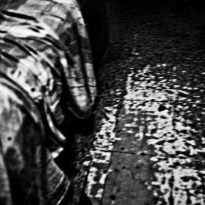 descente de lit photo de Guy Monnet noir et blanc de la série cris dans la nuit Cebu Philippines