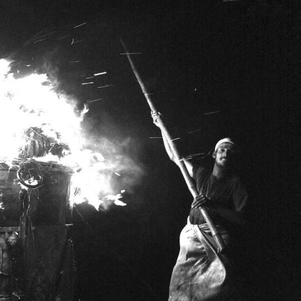Grain photo rituel hindous shivas de Guy Monnet noir et blanc de la série Karthikai Deepam Tamil Nadu Inde