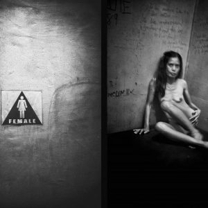 female clair-obscur photo de Guy Monnet noir et blanc prostituée de la série cris dans la nuit Colon street Cebu Philippines
