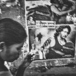 Photo haute lumière contraste noir et blanc technique grain argentique par Guy Monnet de la série rencontre Inde