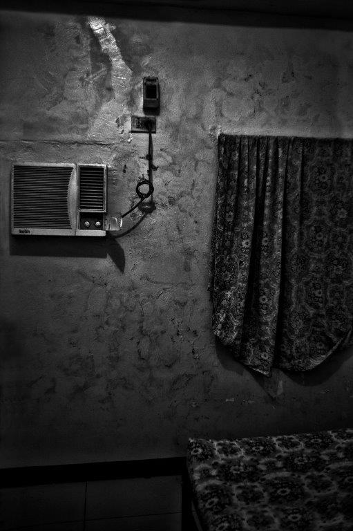 climatisation prostituée Colon street Cebu Philippines photo de Guy Monnet noir et blanc de la série cris dans la nuit