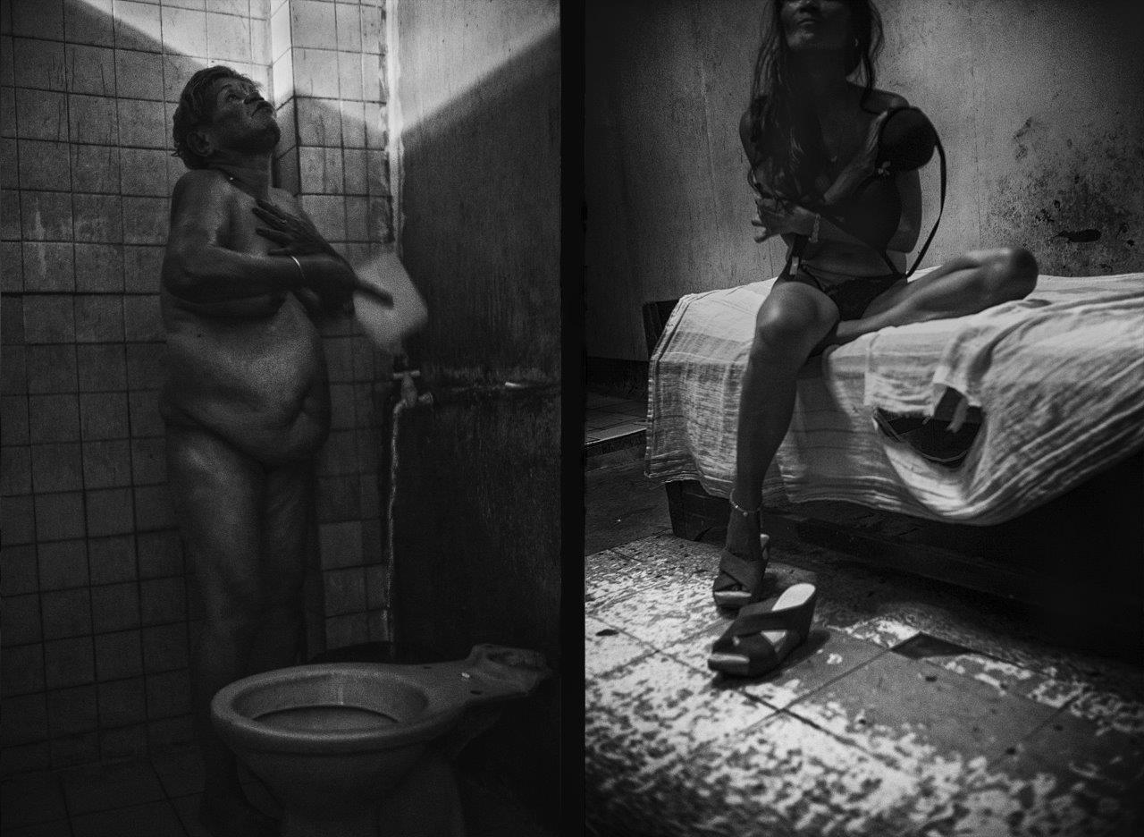 les yeux au ciel prostituée de la série cris dans la nuit Colon street Cebu Philippines photo de Guy Monnet noir et blanc