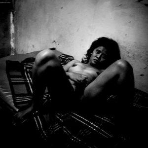 l'origine du monde prostituée Colon street Cebu Philippines photo de Guy Monnet noir et blanc de la série cris dans la nuit