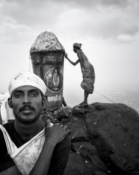 préparatif photo contraste technique grain argentique par Guy Monnet noir et blanc de la série célébration de la lumière, Shiva, Arunachala Tamil Nadu Inde