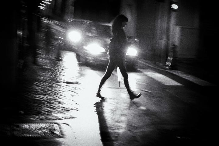 contre jour sous les phares rue Pierre et Marie Curie 13100 Aix en Provence photo de Guy Monnet noir et blanc de la série flânerie aixoise
