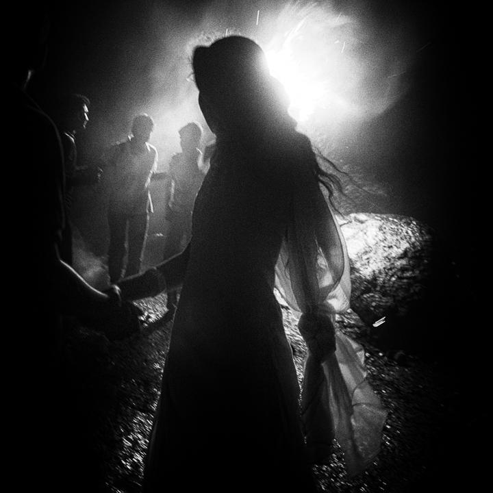 contre jour rituel hindous shivas de Guy Monnet photo noir et blanc de la série Karthikai Deepam Tamil Nadu Inde