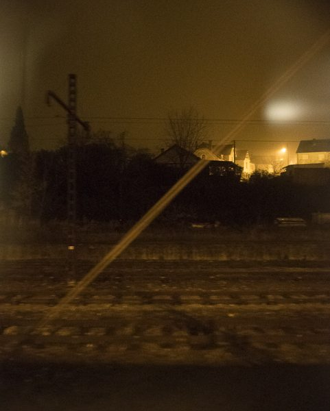st Étienne village de nuit st Étienne dans le train photo couleur de Guy Monnet de la série Murmure de lumière